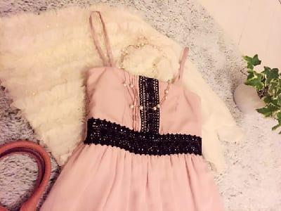 ピンク色の洋服の画像