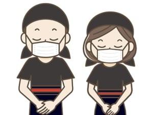 マスクを付けて接客している人の画像